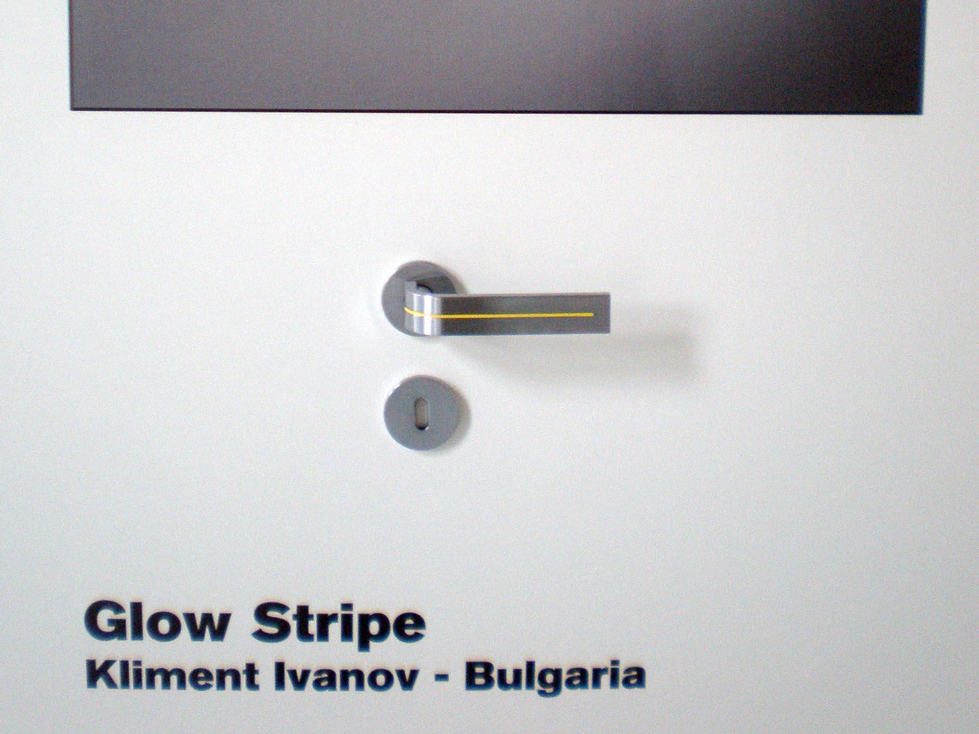 Glow Stripe Door Handle 01.jpg
